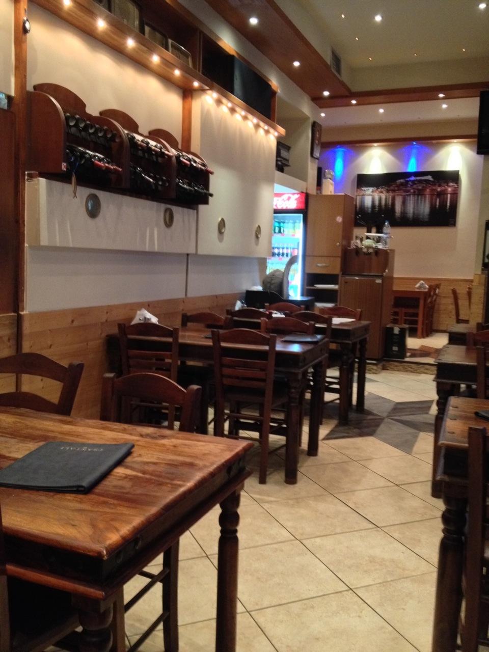 Taverna Kanados: inside seating