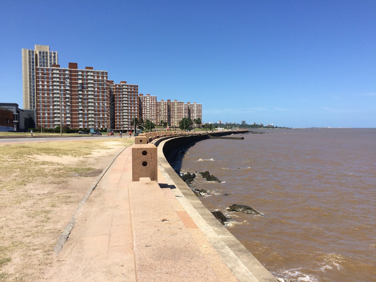 Rambla República Argentina: miles and miles of walking along the water