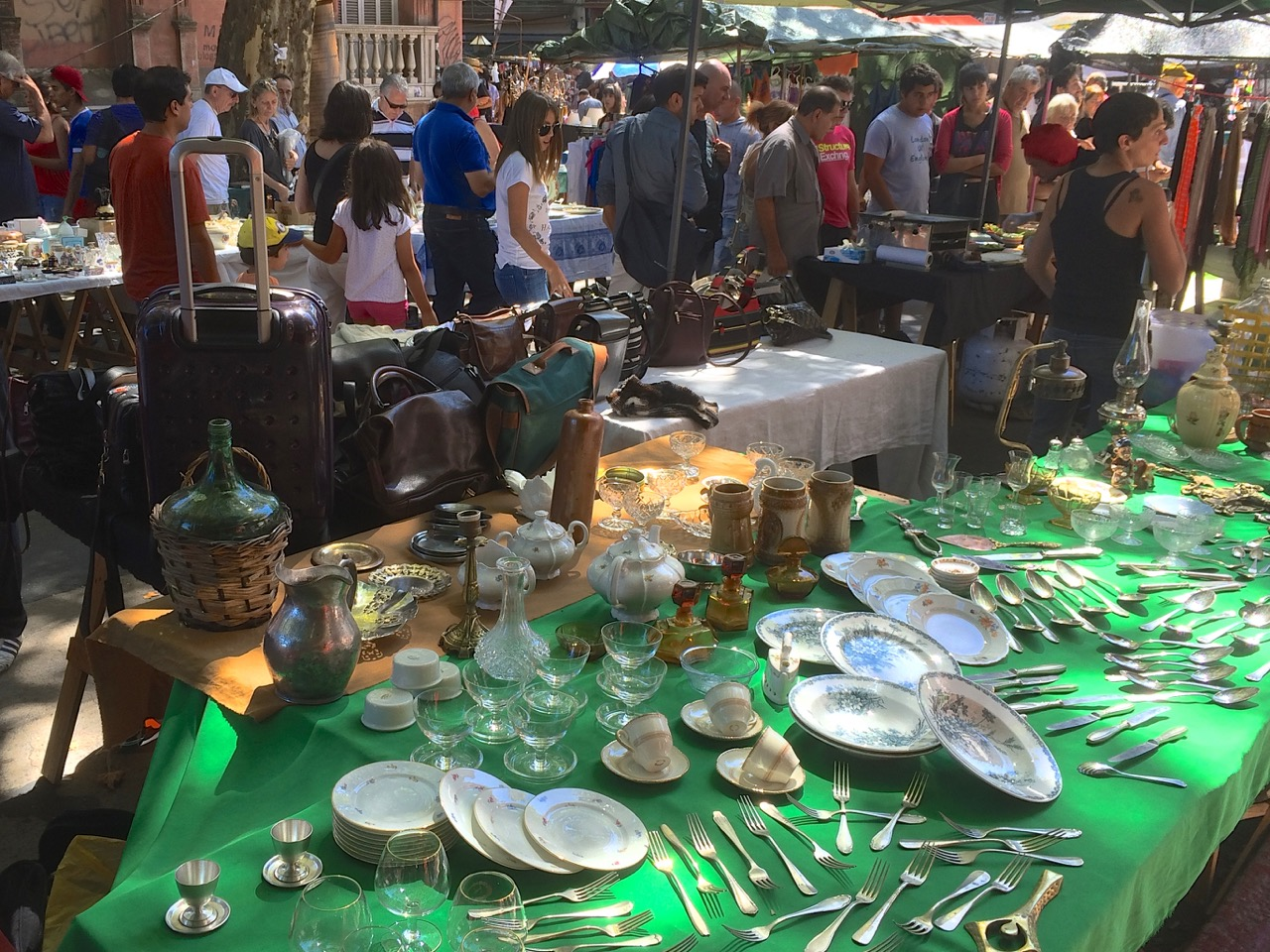 Montevideo Street Market: La Feria de Tristán Narvaja