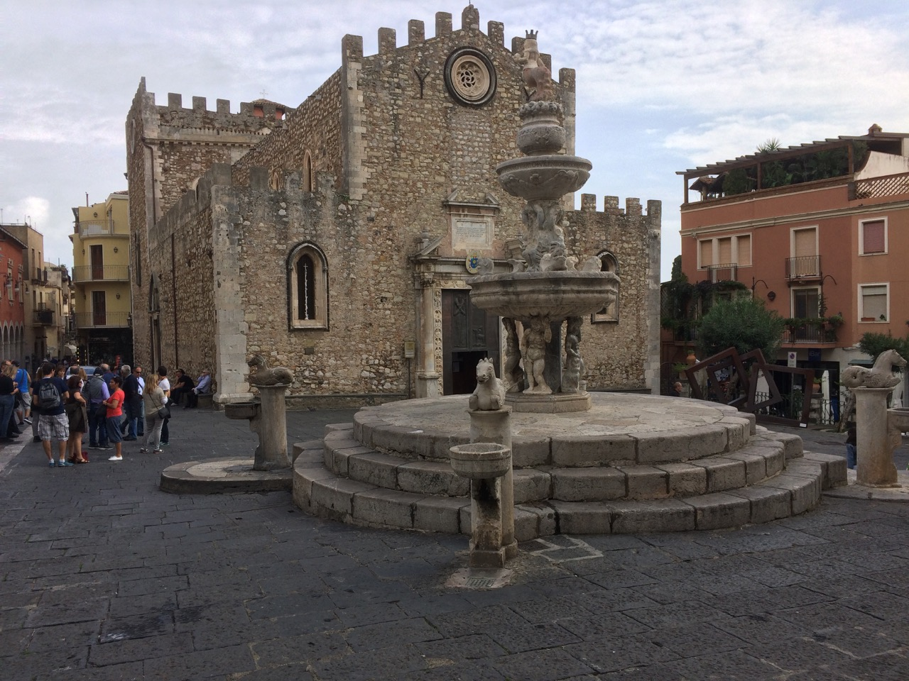 Piazza del Duomo with 13th century Cathedral and the Fountain
