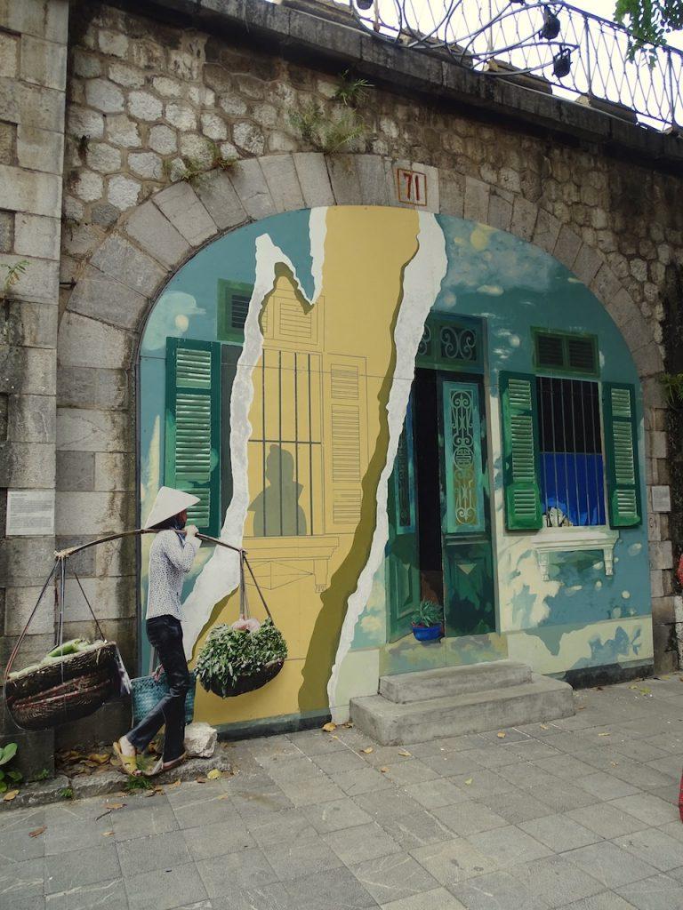 Hanoi trompe-l'œil murals